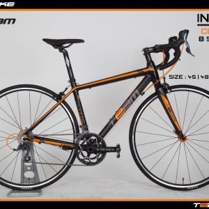 มีโปรส่วนลดเพิ่มเติม จักรยานเสือหมอบ Team Ininzio เฟรมอลู กระโหลกกลวง ดุมล้อแบริ่ง สีดำส้ม ไซส์ 45