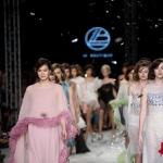 ลาบูทีคส์ ส่ง เดอะเฟิร์สเลดี้ คอลเล็กชั่นล่าสุด บนรันเวย์ลานบินเก๋ๆ ในงาน Elle Fashion Week 2016