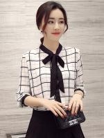 เสื้อเชิ้ตผู้หญิงสีขาว พิมพ์ลายตาราง แขนยาว คอผูกโบว์น่ารักๆ ใส่ทำงาน ใส่เที่ยวได้