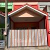 บ้านหลังตลาดปากเกร็ด ทาวน์เฮ้าส์ 2 ชั้น ตัวบ้านลมพัดผ่านดีมาก พื้นที่ 16 ตรว. 2 ห้องนอน 2 ห้องน้ำ 1 ห้องครัวเคาเตอร์ซิงค์ 1 โรงรถ 1 จอด ระเบียง หน้า-หลัง