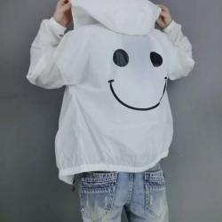 เสื้อคลุมมีฮู้ด ซิปหน้า ผ้าร่ม ลายหน้ายิ้ม สีขาว