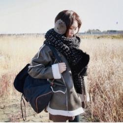 ผ้าพันคอกันหนาว ไหมพรม เกาหลี สีดำแซมขาว