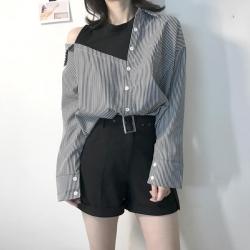 เสื้อเชิ้ตแฟชั่นสไตล์เกาหลี แต่งแขนกุด โชว์ไหล่ สีดำลายริ้ว