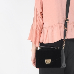 CHARLES & KEITH BOXY PUSH LOCK HANDBAG*ดำ